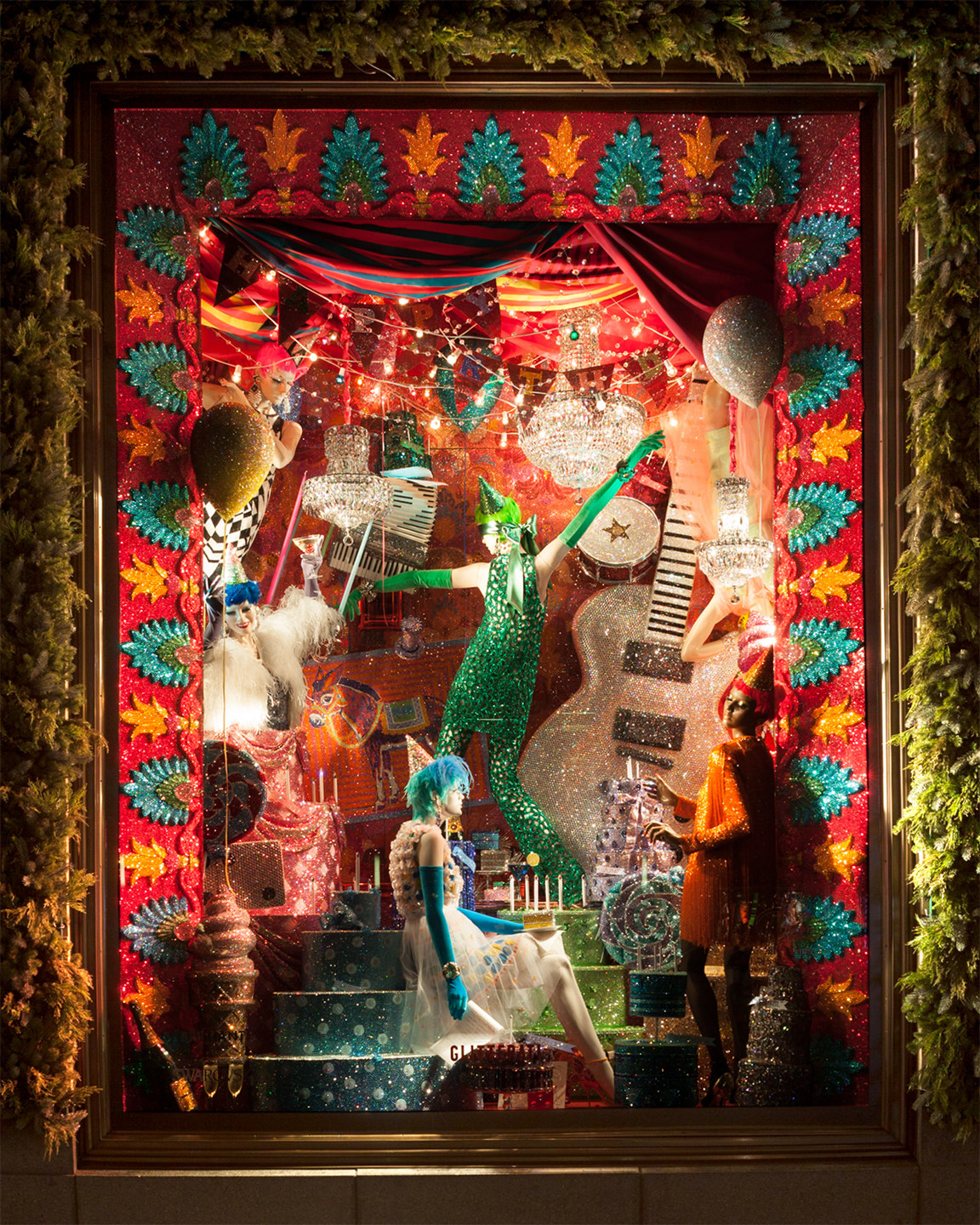 ss01-bergdorf-goodman-holiday-windows-2015