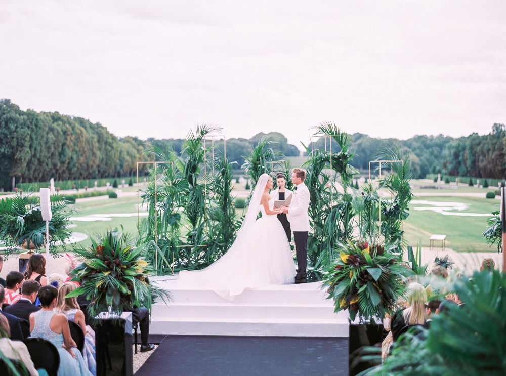 Wedding ceremony in the gardens of the french chateau Vaux le Vicomte